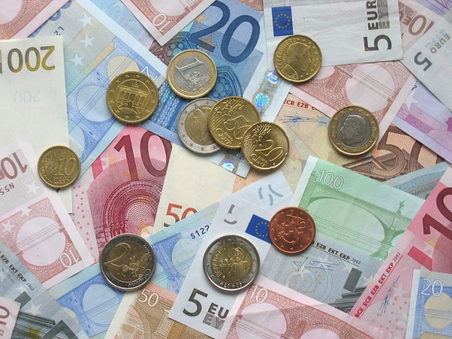 Euro coins_and_banknotes
